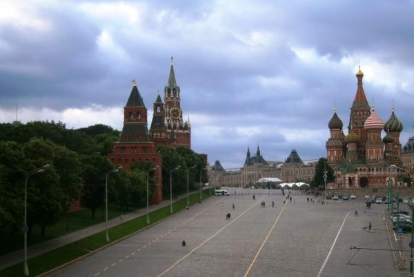 Desno Vasilij, levo Kremelj, vmes Rdeči trg