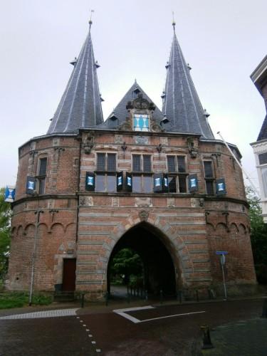 ... in mestna vrata ...