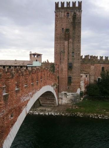 Most s starim gradom