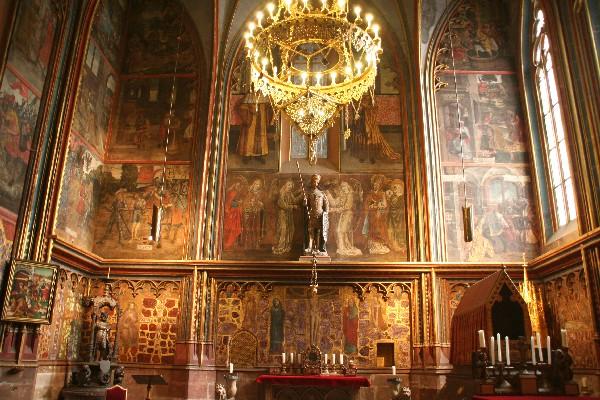 Kip sv. Vaclava nad oltarjem kapele
