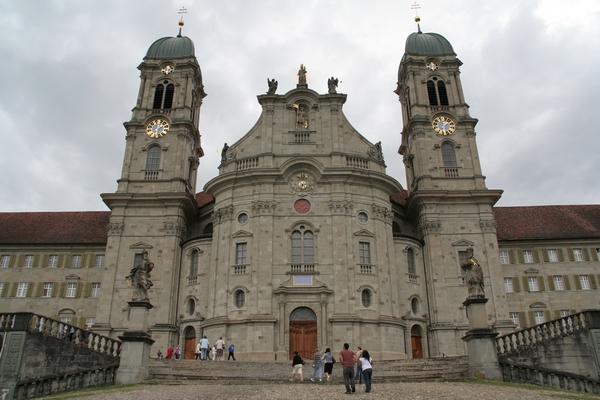 Cerkev v Einsiedelnu je del benediktinskega samostana