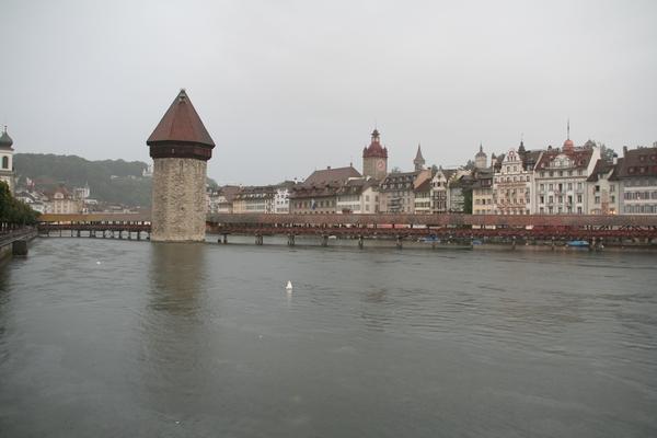 Luzern s Kapellbrücke in vodnim stolpom