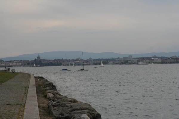 Ženeva iz počivališča ob jezeru