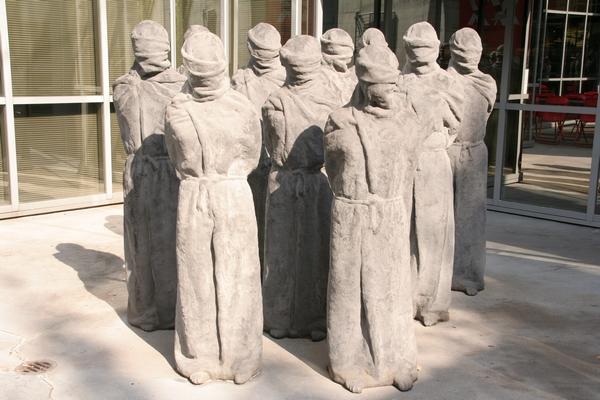 Spomenik pred muzejem Rdečega križa