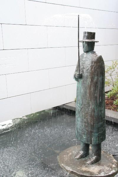 Mož z dežnikom