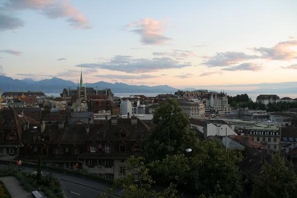 Pogled na Lausanne in Ženevsko jezero izpred katedrale