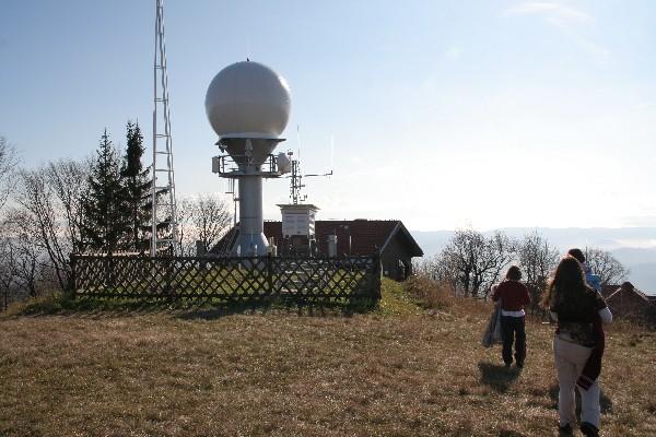 Meteorološki radar in streha Tončkove koče