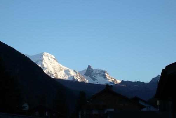 Pogled na Breithorn in Klein Matterhorn iz parkirišča