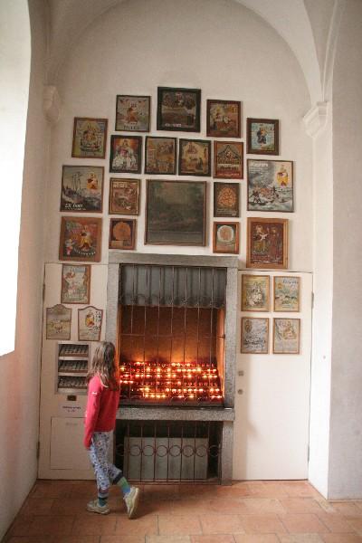 Ex-voto slike pred Marijino cerkvijo
