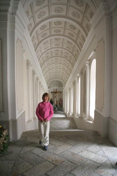 Hodnik proti Marijini cerkvi