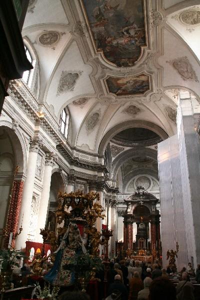 Maša v cerkvi La Calcina