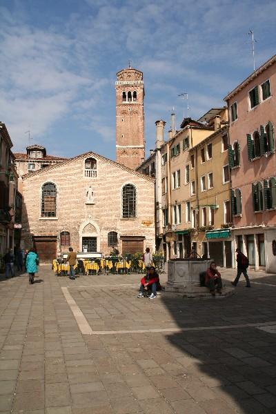 Campo San Toma in zvonik cerkve I Frari
