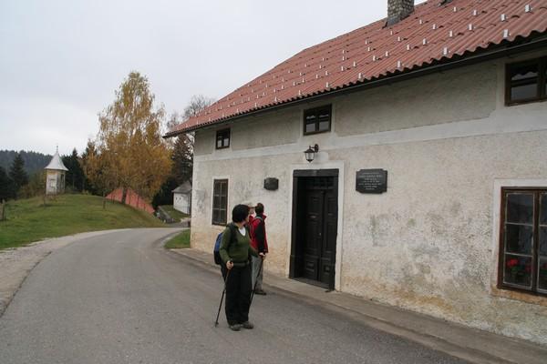 Župnišče v vasi Sele