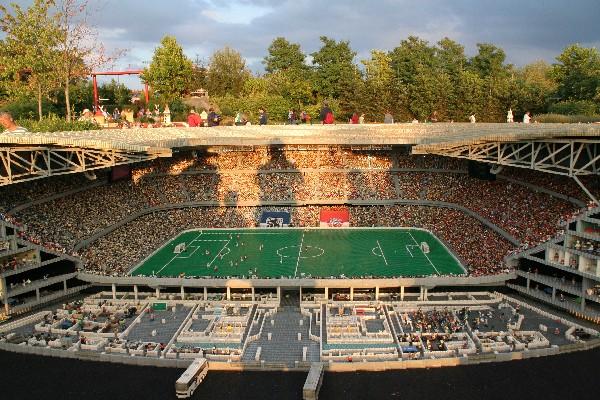 Alianz Arena v Münchnu - svetovna rekorderka po vgrajenih Lego kockah