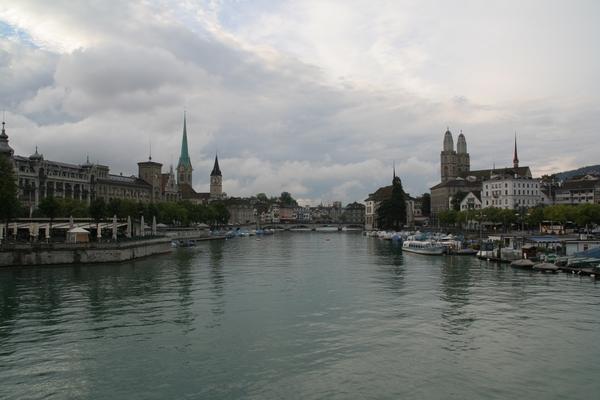 Mesto Zürich leži ob reki Limmat