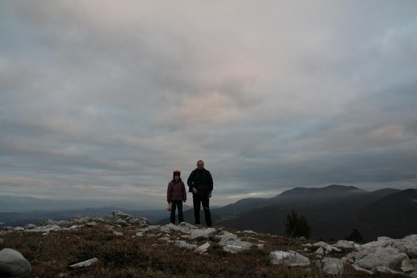 Sama na zadnjem vrhu