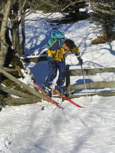 Izivajanje akrobatskega elementa - skok čez oviro