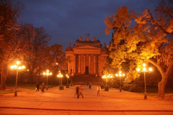 Trg Eszterhazy s katedralo