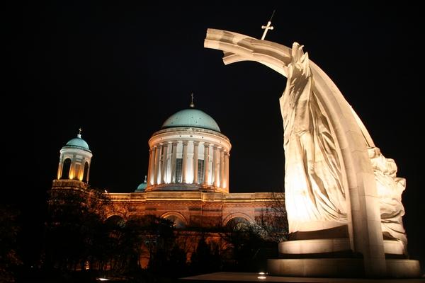 Spomenik kronanja kralja Štefana in bazilika v Esztergomu