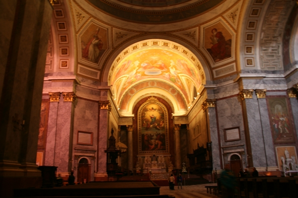 Oltarni del bazilike s slikami Michelangela Grigoletta