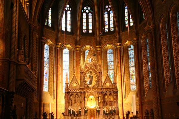 Glavni oltar v Matjaževi cerkvi