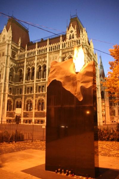 Spomenik žrtvam holokavsta pred parlamentom