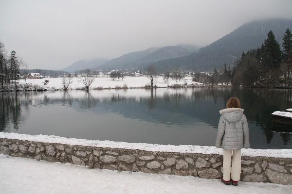 Blizu izhodišča je jezero Črnava