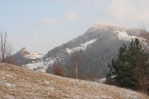 Grad Rifnik in vrh Rifnika