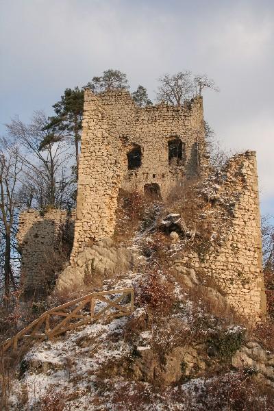 Še grad se le čudi svoji usodi...
