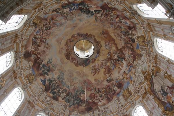 Strop cerkvene kupole v Ettalu