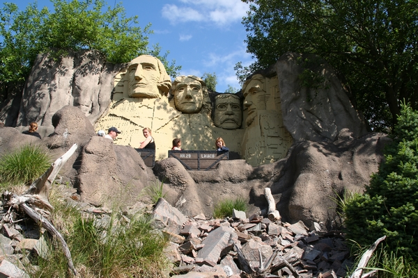 Z vlakcem pod Lego Mt. Rushmore