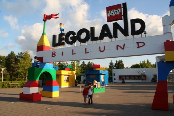Pred vhodom v Legoland