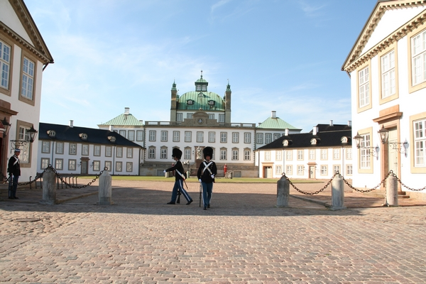 Menjava straže pred dvorcem Frederiksborg
