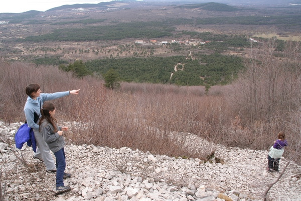 Pogled na mejni prehod iz strme poti