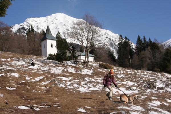 Na travnikih pod cerkvico sv. Lovrenca