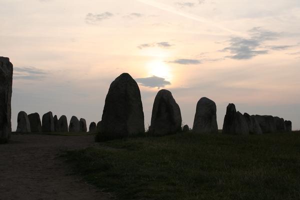 Ales Stenar v času poletnega solsticija