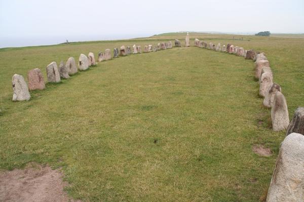 Ales Stenar sestavlja 58 kamnov