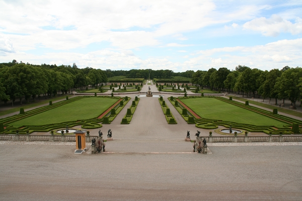 Pogled iz balkona palače na park
