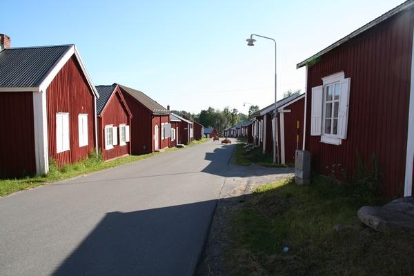 Rdeče hiške v cerkveni vasi
