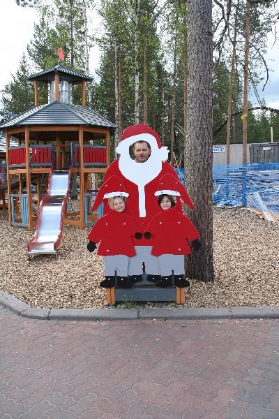 Božiček in njegova pomočnika