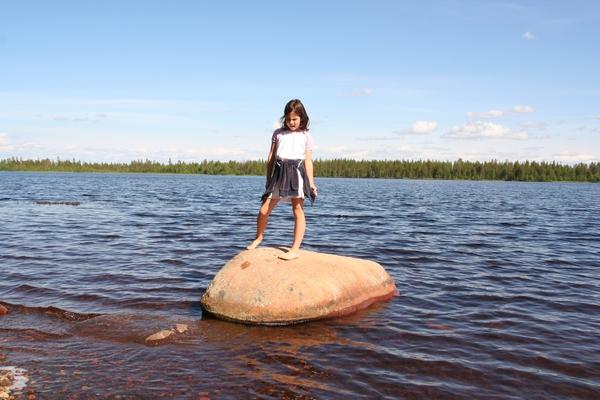 Počitek ob jezeru z rdečim prodom