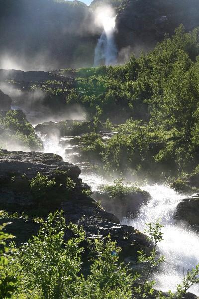 Voda poskakuje proti fjordu