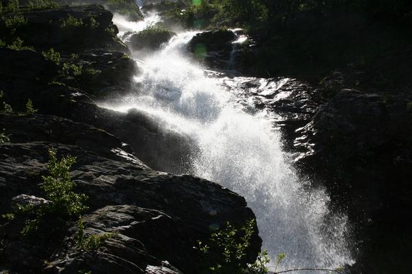 Voda buči po granitni poti