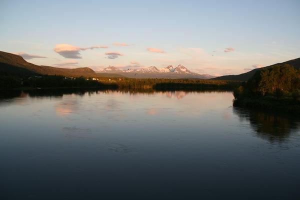 Polnočni pogled na reko