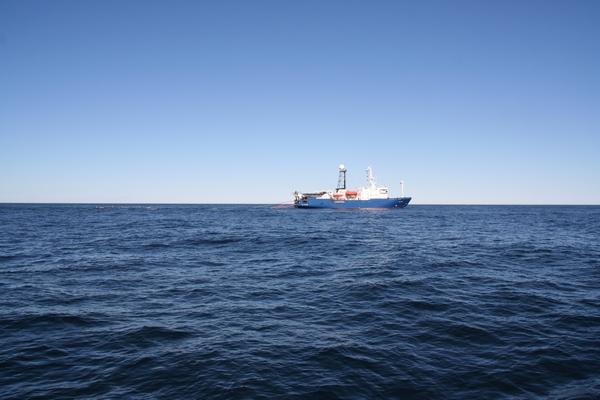Ladja z ultrazvočno bojo