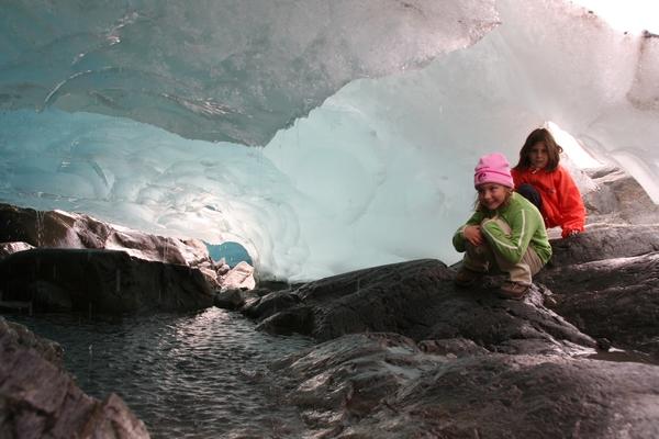Pod ledenikom so prave votline