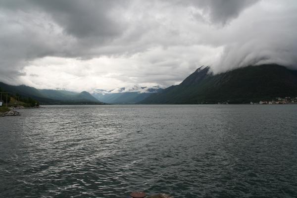 Pot ob fjordih