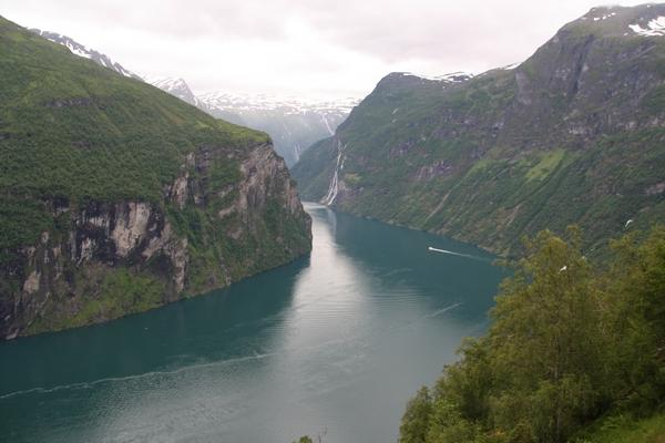 Pogled na fjord iz razgledišča