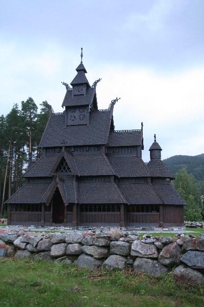 Stavkirke v Golu