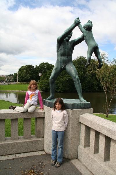 Na mostu z bronastimi kipi